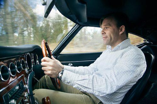 Linus förvånas över det stora intryck som mekaniken i 2000GT gör – och han trivs bakom ratten.