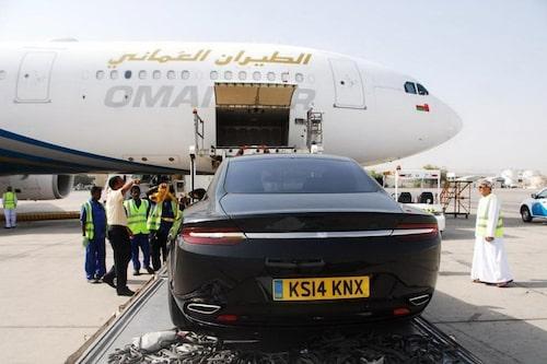 Trots att det rör sig om en sedan är baken otvivelaktigt Aston Martin.