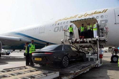 Oman Air och lokala AM-handlaren passade på att fotografera Lagonda, vi bugar och bockar.