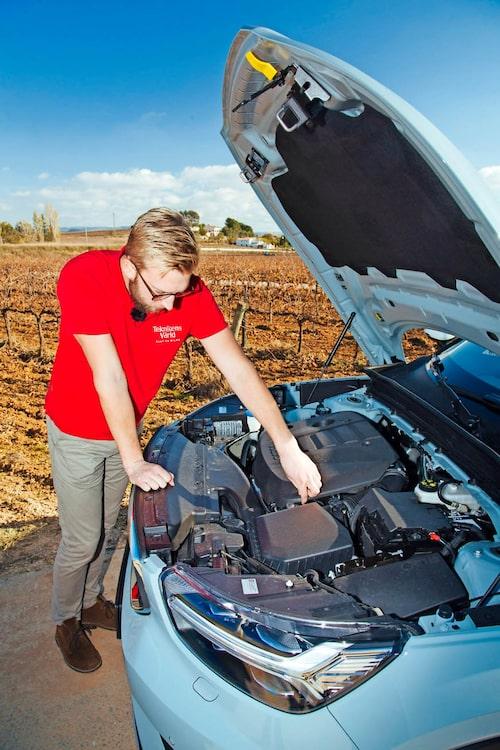 """Erik Wedberg får leta länge om han ska hitta någon elmotor i XC40. Det kommer """"framöver""""."""