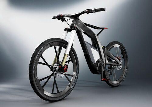 Till årets Wörthersee har man plockat bort två hjul, 500 hästkrafter och ersatt ratten med ett styre. Två hjul tänker du, det måste ha med Ducati-köpet att göra? Inte alls, för få hästkrafter för det. I stället handlar det om en cykel med trampor som vilken annan cykel som helst, men där slutar liknelserna i stort sett.