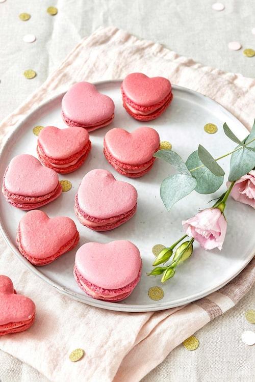 Macaronsen har smak av rosenvatten.