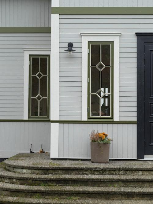 – Vi hittade en fönstermakare från Jämtland som relativt snabbt kunde leverera de sammanlagt 42 fönster som vi hade beställt, berättar Jonas.
