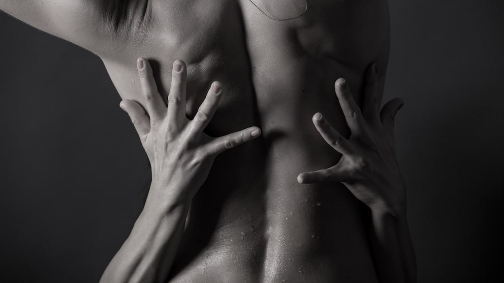 Lev ut dina fantasier med amelia i en sexnovell av vår sexbloggare Liws lust.