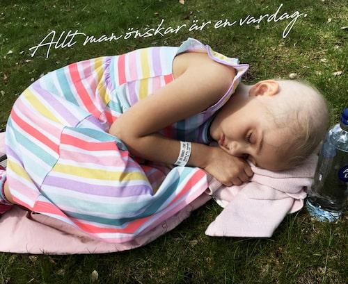 När ens barn är sjukt i leukemi finns inget utrymme för självömkan, berättar mamma Emilia.