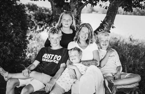 """Petra lever idag ensam med barnen. Hannes bor växelvis hos sin pappa, Julle och Elias är alltid hemma och Ebba åker till deras pappa varannan helg. """"Hannes pappa har varit ett stort stöd och jag värderar vår relation högt även om den kanske inte är det jag en gång drömde om."""""""