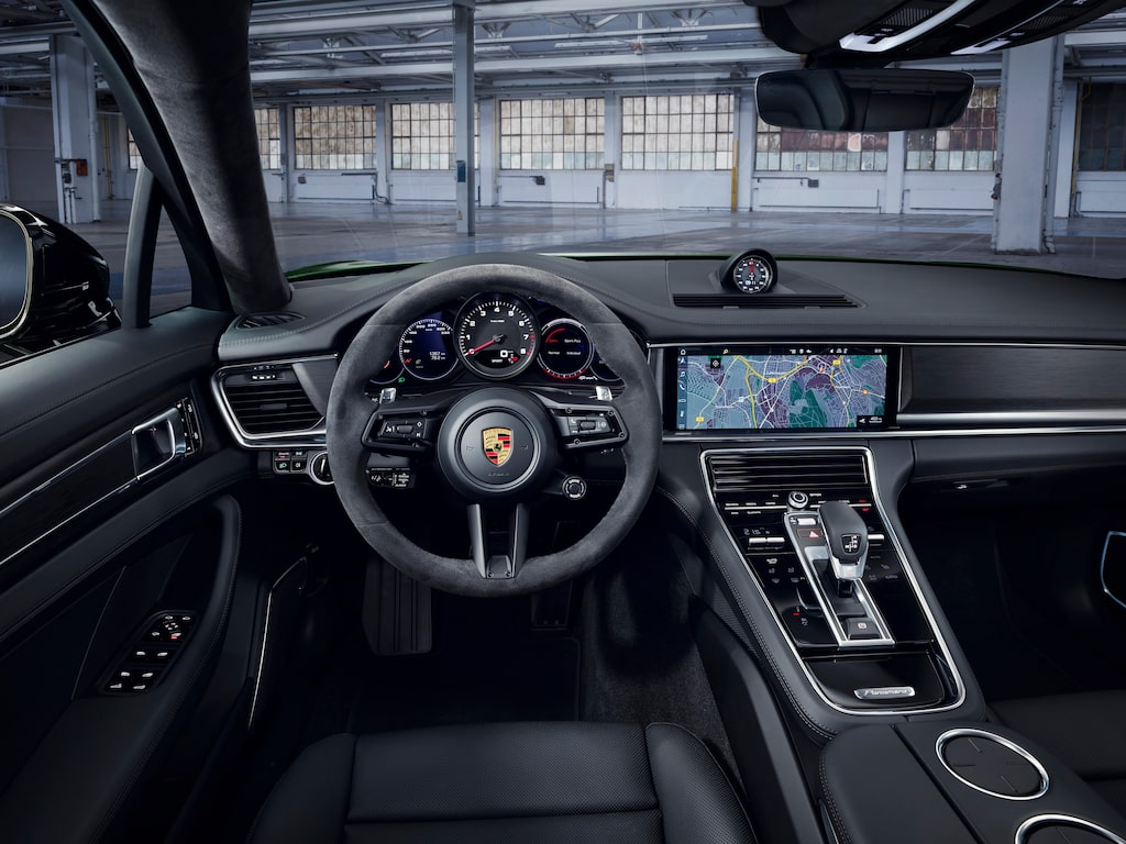 Porsche Panamera 4S facelift.