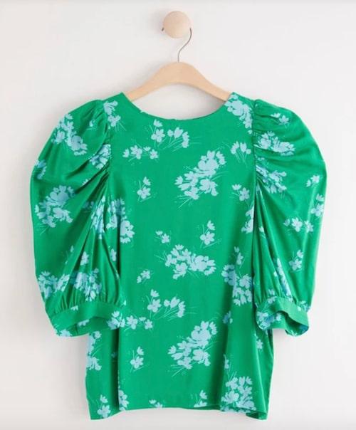 Grön blus med puffärm från Lindex.