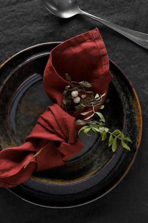 En liten mistel inknuten i servetten fungerar utmärkt istället för servettring.