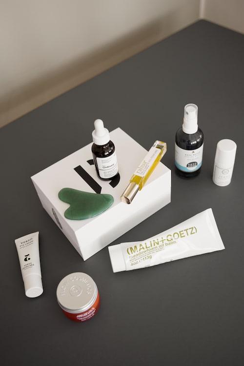 "Produkter från Malin + Goetz, Flow Cosmetics, Verso Skincare, The Ordinary, Rahua, Aqua Oleum och Globe Hope Cosmetics."""