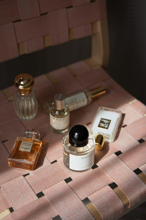 """""""Dofter från Chanel, Anick Goutal, Le Labo, By Killian, Byredo och Savonnerie de Bormes."""""""