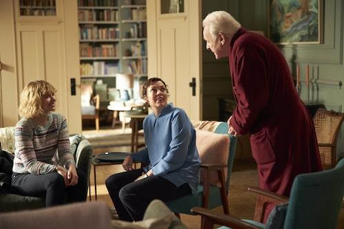Olivia Colman med Imogen Poots och Anthony Hopkins i The father, som kommer på bio i augusti.