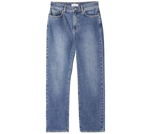 Stilsäkra mom jeans från Wera av bomull/elastan i rak, tidlös design. Klicka på bilden och kom direkt till jeansen.