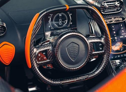 Grafiken i instrumenteringen rör sig med ratten.