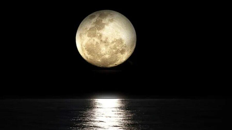 Fullmånen faller i Skorpionens tecken idag (grad 17) och allt som styrs av detta listiga tecken kommer nu fram i ljuset för avslut.