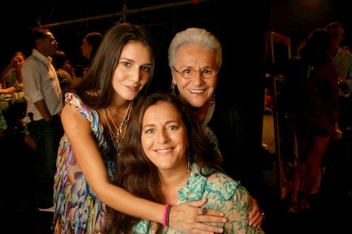 Mormor Missoni med barnbarnet Margherita och dottern Angela