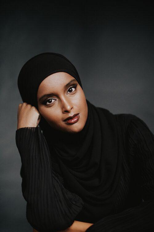 Suad Ali jobbar på Migrationsverket, men har samtidigt alltid vetat att hon kommer att skriva böcker.