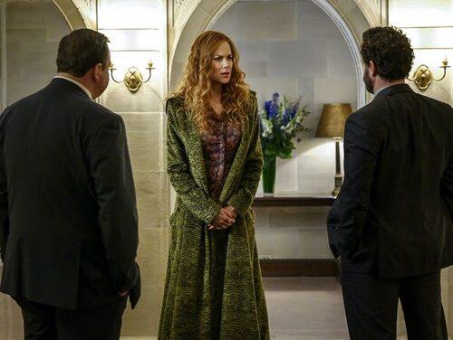 Nicole Kidmans gröna kappa i The Undoing beundras av två poliser.