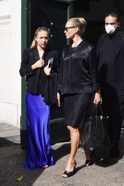 Lila Moss med sin mamma Kate Moss.