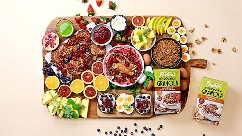 Duka upp en härlig och hälsosam frukost med mer av det goda! Se till att du får den bästa möjliga starten på din dag. Epic breakfast är en frukost med extra allt som du med fördel äter i lugn och ro - och njuter länge.