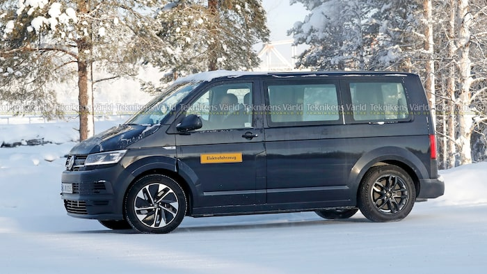Elektrofahrzeug! Visst är det en elbil som är ute och far i norra Sverige.