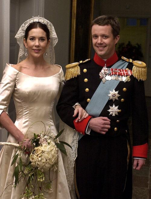 Kronprinsessan Mary i bröllopsklänningen.