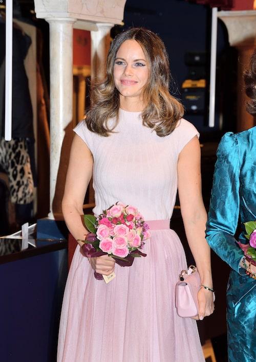 Prinsessan Sofia valde en ribbad kashmirtröja till ett besök på Vasateatern tidigare i våras.