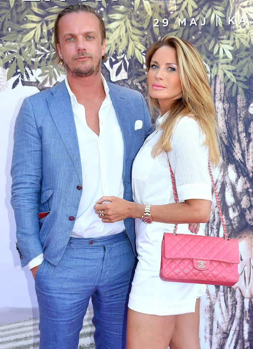 Viktor Philipsson, 35, och Carolina Gynning, 42, blev ett par för ett par år sen och väntar nu sitt första barn ihop.