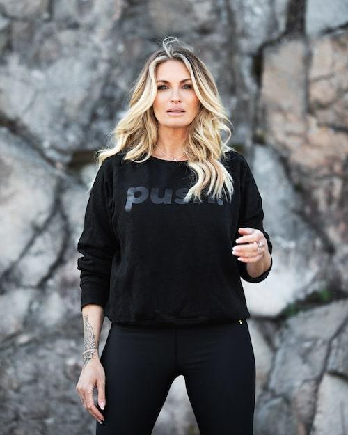 Carolina i träningströja från egna märket Push.