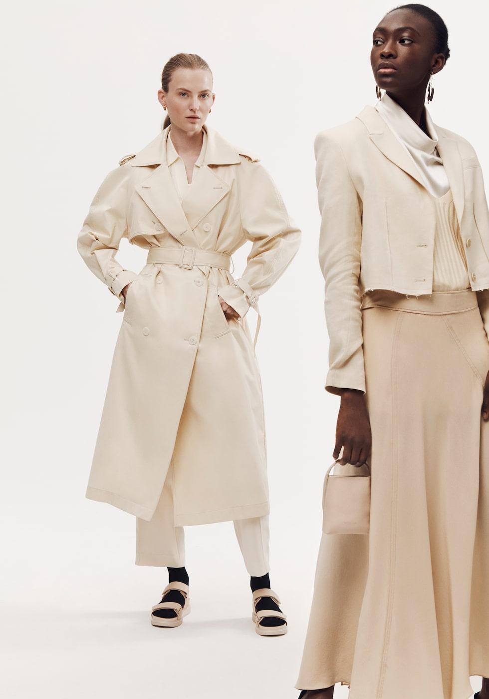 Beige är en favoritfärg i basgarderoben – så här stylar du trenden våren 2021.