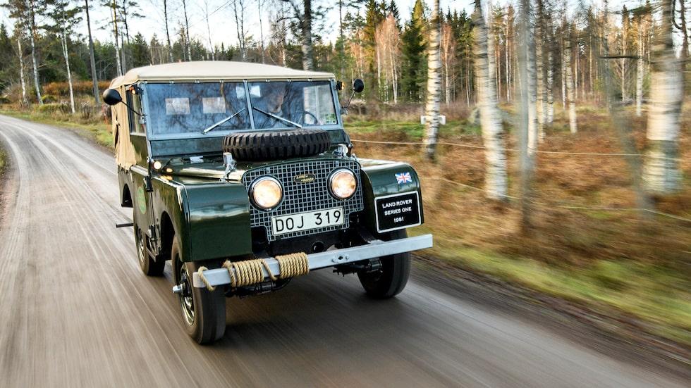 """Jaguar Land Rovers avdelning för klassiska bilar lanserade 2016 """"Series I Reborn"""", en serie om 25 – på fabriken – restaurerade Series I. Med hjälp av ritningar och originaldelar är bilarna i absolut nyskick. Men smakar det så kostar det, närmare bestämt från 60000 pund, motsvarande nästan 700000 kronor…"""