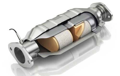 Här inne finns de stöldbegärliga grejerna, exempelvis metallen rodium som just nu säljs för nästan 8 miljoner kronor per kilo. I en katalysator finns ofta betydligt mindre än ett gram rodium.
