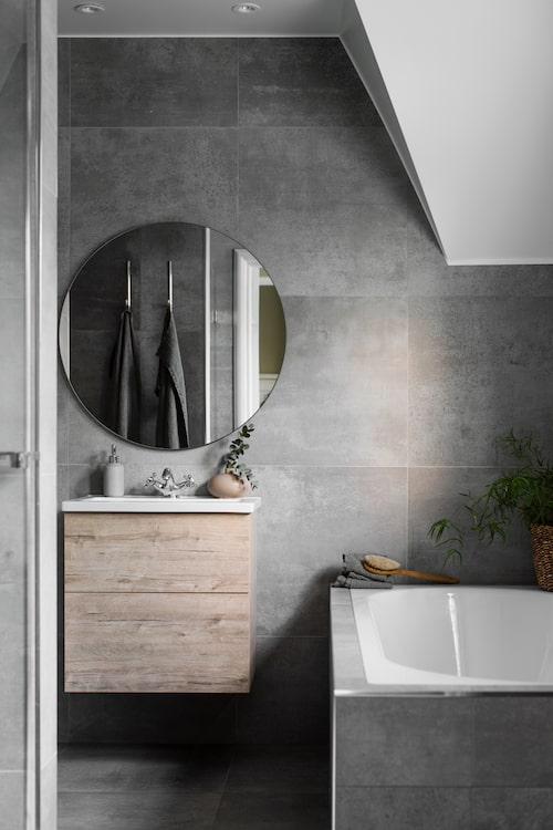 Till föräldrasovrummet hör ett eget badrum.