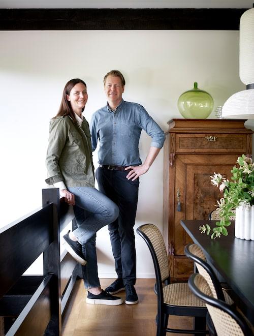 """From Småland with love. Sara von Platen och Marcus förfinar och förnyar sitt """"James Bond-hus""""."""