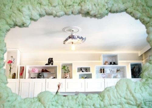Snygg förvaring även ovanför garderoben!