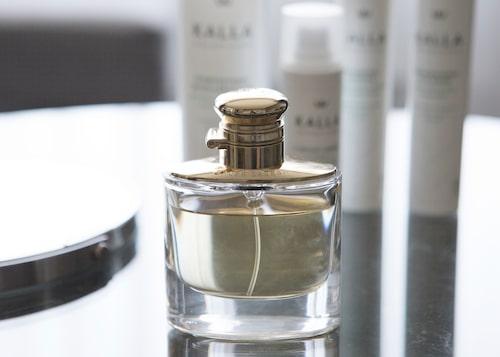 """""""Woman från Ralph Lauren är min varje-dag-doft. Jag har inte använt parfym så mycket tidigare, men när jag var på väg till Kroatien hittade jag den här i taxfreen och bestämde att 'nu köper jag den här till mig själv'!"""