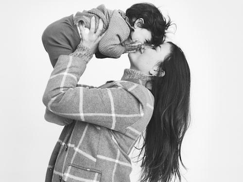 """Vienna har full koll på att det ligger en bebis i mammas mage: """"Hon pekar på magen om man frågar var bebisen är"""", berättar Dani."""