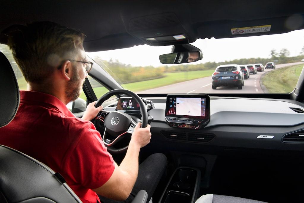 När Teknikens Världs Erik Wedberg körde Volkswagen ID.3 saknade modellen vissa funktioner – som nu blir tillgängliga på nya bilar och inom kort på redan levererade bilar.