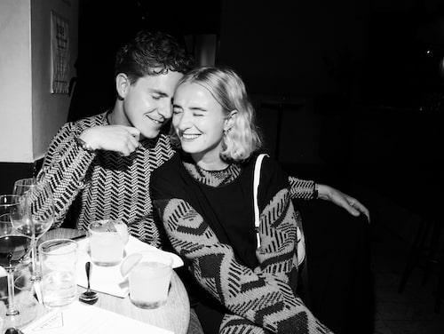 Herrmodeexperten Martin Hansson och modekreatören Fanny Ekstrand.