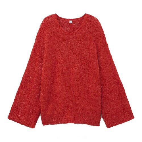 Stickad tröja med volym från Totême.