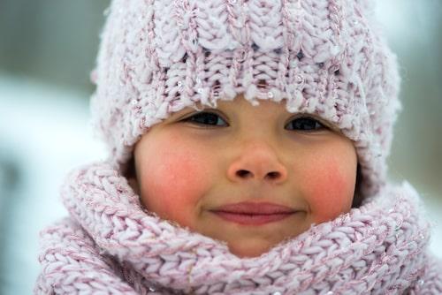 Rödrosiga kinder hör vintern vill. Se till att ta hand om dem ordentligt.