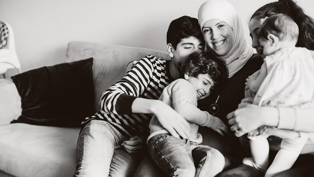 Fatmeh Jafar med alla sina fyra barn samlade: Bashir, Karam, Täla och Cilla.