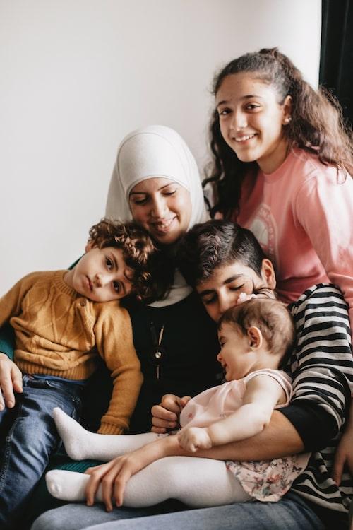 """""""Jag är glad att mina barn får växa upp i säkerhet nu och jag önskar att de ska studera och få bra liv. Allt är möjligt här,"""" säger Fatmeh."""