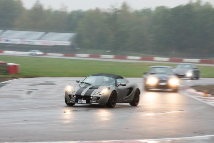En Lotus Elise är rolig oavsett väder.