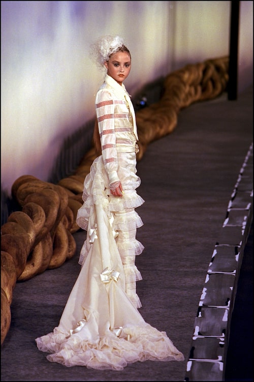 Devon Aoki på Chanels Haute Couture-visning 2001.