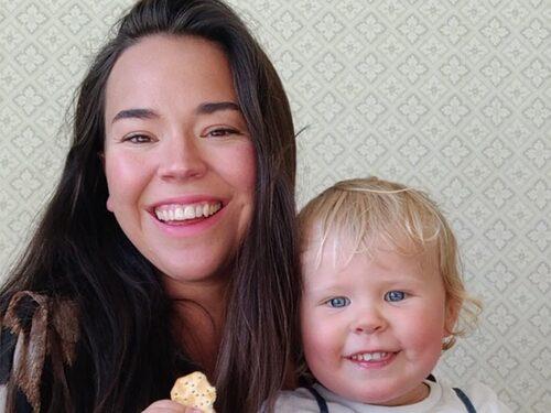 """Julia längtar efter att se barnet i magen tillsammans med blivande storasystern: """"Men det kan jag knappt tänka på för då börjar jag hulkgråta av längt""""."""