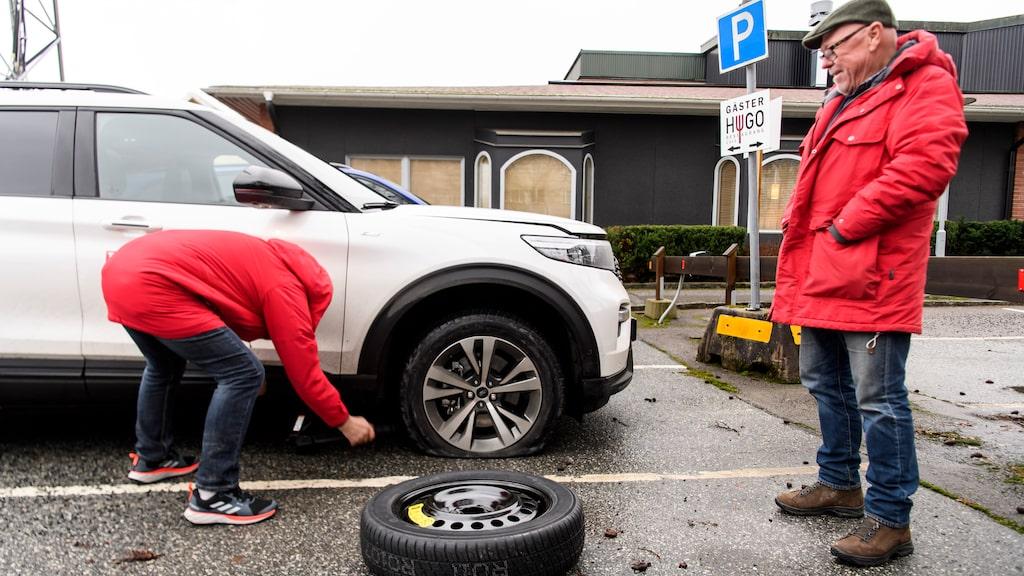 Allt ska testas – även reservhjulet. Den här gången berodde det på en plötslig och total punktering.