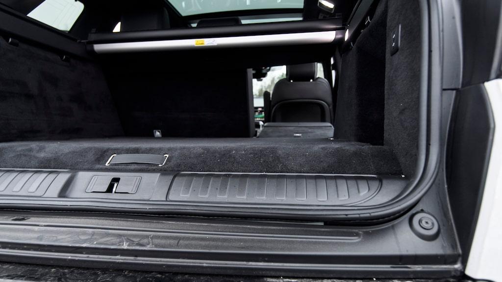 Kortast. Range Rover Sport klarar inte en säng bakom förarplatsen.