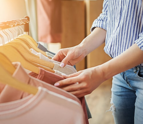 Tänk efter en gång extra om du faktiskt vill behålla ett plagg. Du ska vilja använda allt som finns i din garderob.