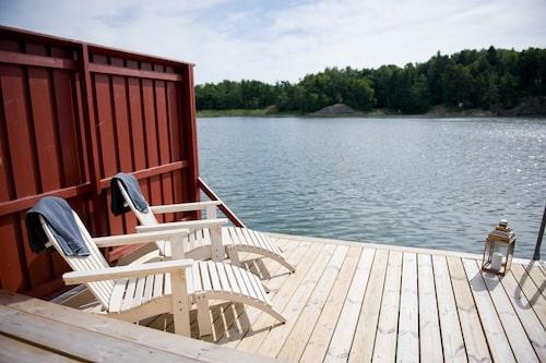 Smådalarö Gård erbjuder både en av Sveriges största spa-anläggningar och klassiskt brygghäng vid havet.